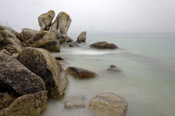 pose longue dans la brume baie de Guissény depuis Poulfeunten