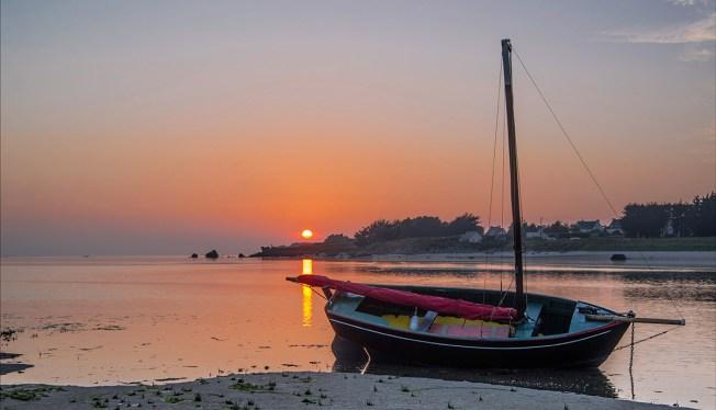 coucher de soleil baie et bateau