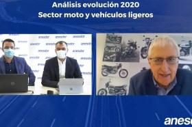 El director de Comunicación, el secretario general y el presidente de Anesdor. (Foto Anesdor) Webinario. Subida mercado motos 2021, caída 2020