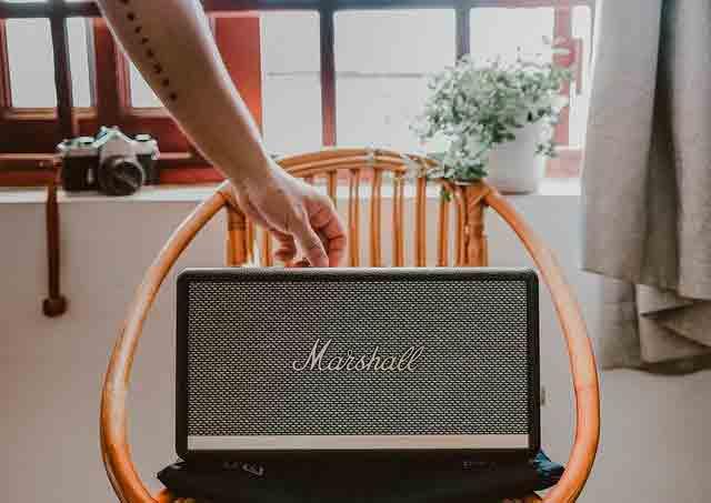 como mejorar la acústica de un salon