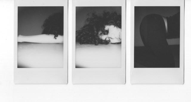 9. Brazo, cara, culo, 3. Una práctica de cuerpo en descomposición. Fotografías instantáneas, 2018.