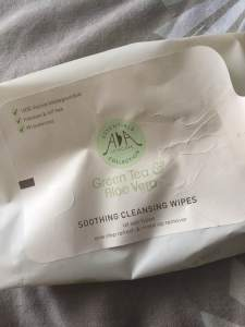 AA Essentials Cleansing Wipes || Green Tea and Aloe Vera || The Beauty Edit || October 2018