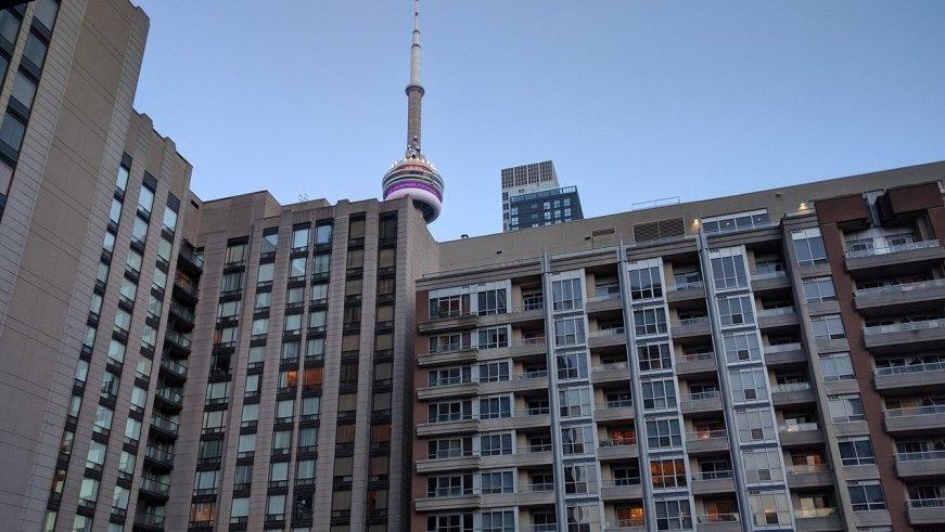 Edificio de viviendas en el centro de Toronto. Foto: Max Pixel / Dominio Público