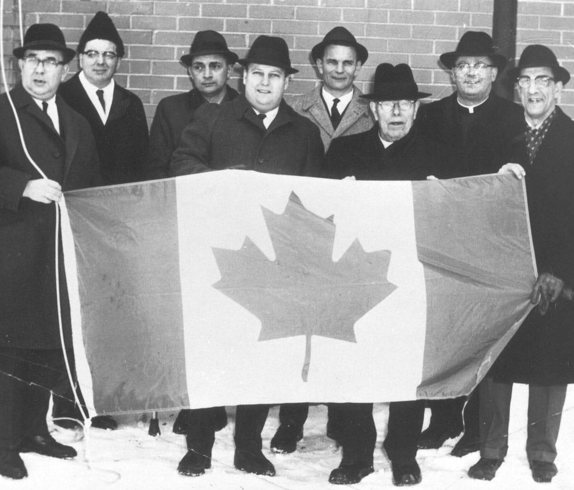 Por Qué La Bandera De Canadá Tiene Una Hoja De Arce Lattin Magazine