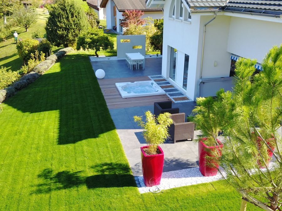 Un Spa Eden Dream D ST bien intégré dans une rénovation complète de jardin