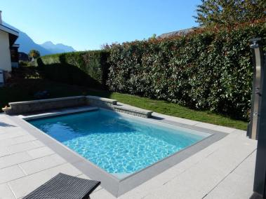 Une piscine Everblue Suisse par lattion et Veillard Piscine et spa