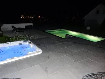 Piscine et Spa éclairé de nuit
