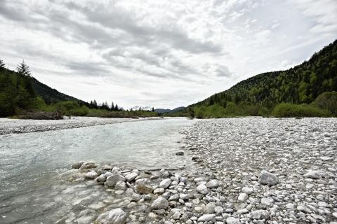 Bild: Im Tal der Isar bei Wallgau - Blick auf die Zugspitze. NIKON D700 mit CARL ZEISS Distagon T* 3,5/18 ZF.2 ¦¦ ISO200 ¦ f/9.0 ¦ 1/640 s ¦ FX 18 mm.