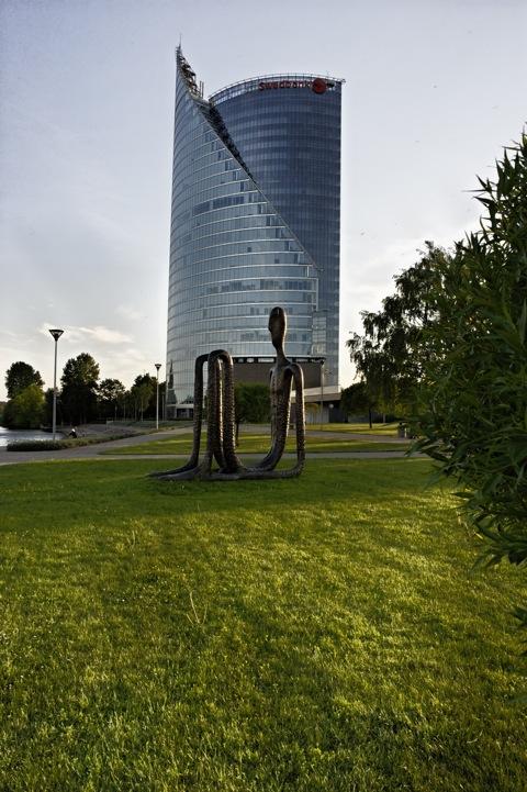 Bild: Der Tower der Swedbank. NIKON D700 mit CARL ZEISS Distagon T* 2,8/25 ZF.