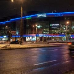Bild: Das Kongresszentrum SOLARIS CENTER ist zwar schon hell erleuchtet, aber noch nicht geöffnet.
