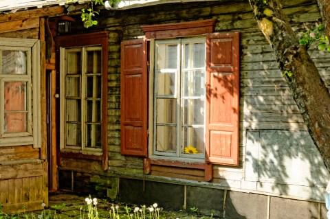 Bild: Holzhaus in Užupis - fast wie auf einem Dorf. NIKON D700 und AF-S NIKKOR 24-120 mm 1:4G ED VR.