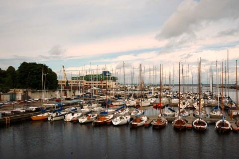 Bild: Ruhig liegen die Yachten im Hafen von Pirita bei Tallinn vor Anker. NIKON D700 und AF-S NIKKOR 24-120 mm 1:4G ED VR.