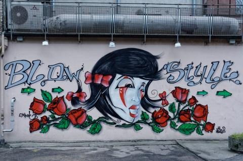 Bild: Gut gemachtes Graffiti in der Mazā Monētu iela in der Altstadt von Riga. NIKON D700 mit AF-S NIKKOR 24-120 mm 1:4G ED VR. ISO 400 ¦ f/5,6 ¦ 35 mm ¦ 1/60 s ¦ kein Blitz. Klicken Sie auf das Bild um es zu vergrößern.