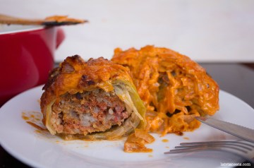 cabbage-rolls-carrot sauce