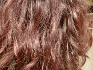 cheveux bouclés doux et soyeux