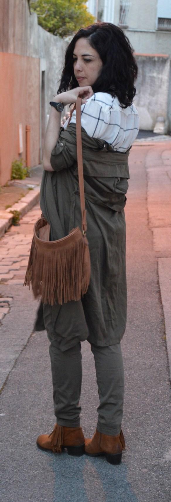 look-kaki-safari-outfit-masculin-feminin-camel-franges