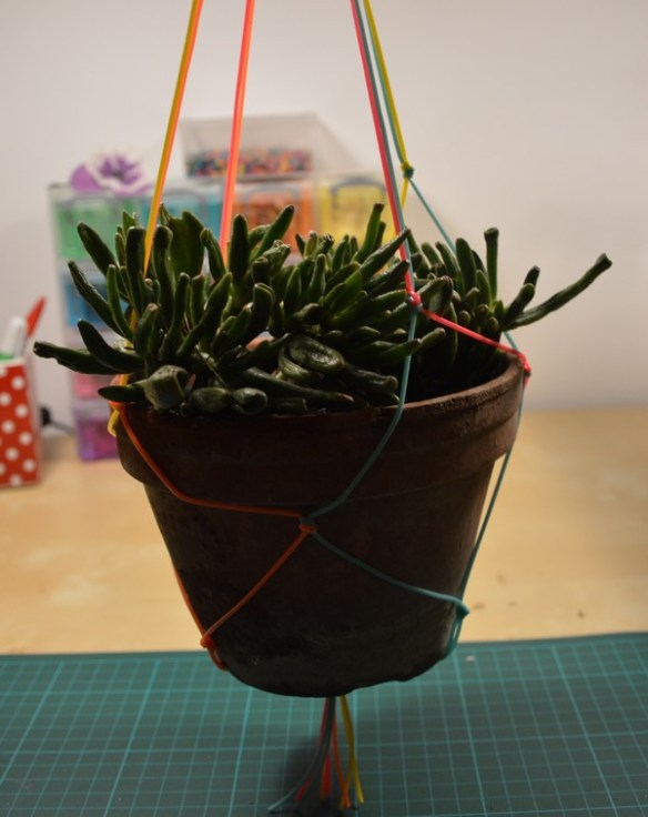 suspension-plante-macrame-scoubidou-diy