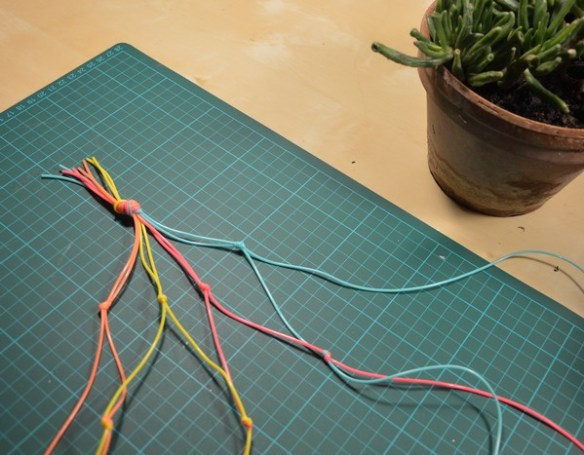 suspension-plantes-scoubidou-macrame-tutoriel-diy