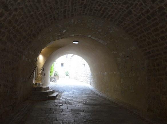 matelles-herault-medieval-village-exposition-vanites