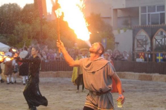 medievales-nocturnes-lagarde-sorties-evenements-festivites-ete2016
