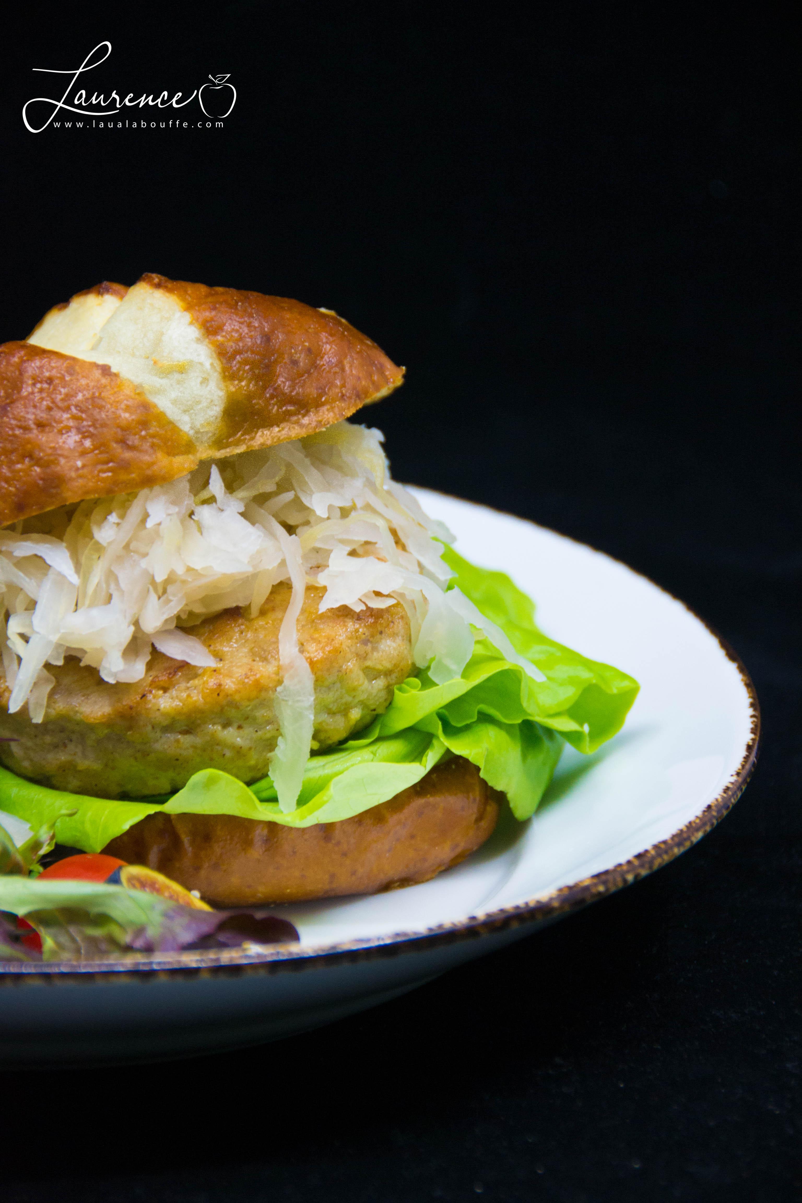 Burger au porc et aux pommes
