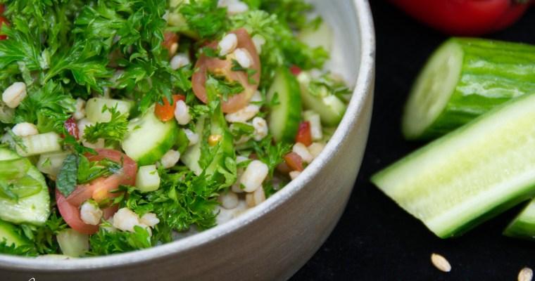 Salade simple de légumes et d'orge perlé