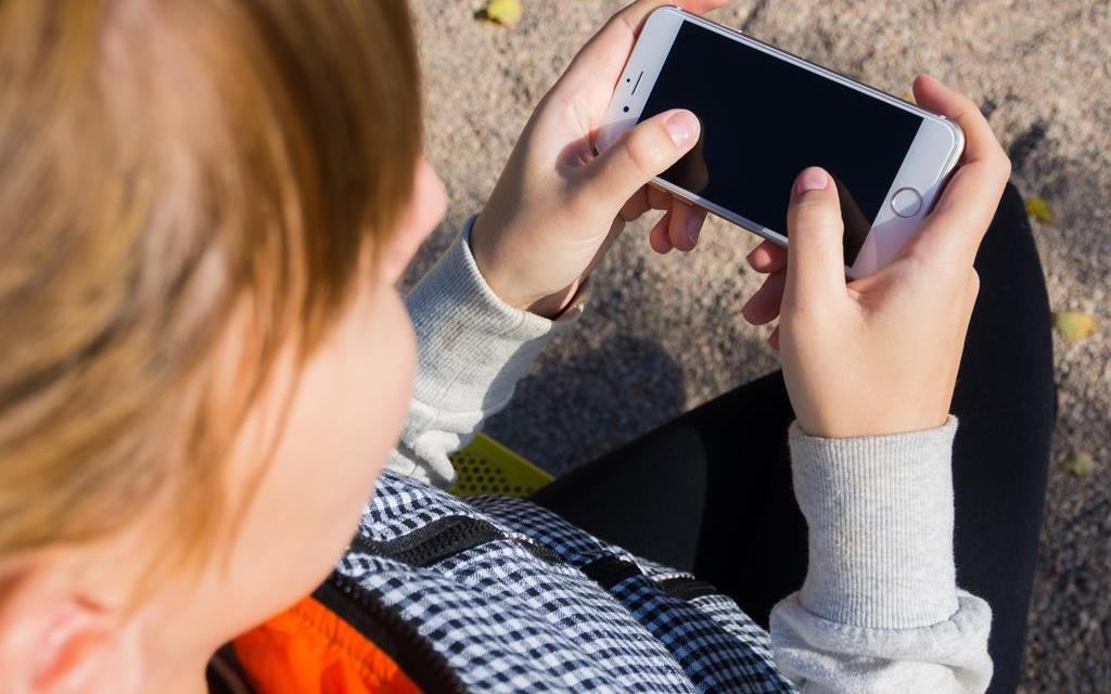 Perché ai bambini sotto i 12 anni non andrebbe dato uno smartphone