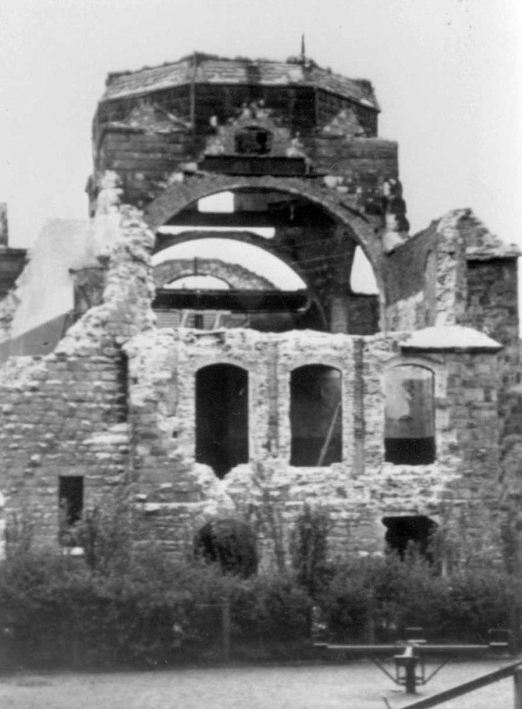Die Synagoge nach dem Pogrom - nur noch eine Ruine