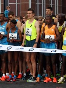 Arne Gabius am Start seines Marathondebüts