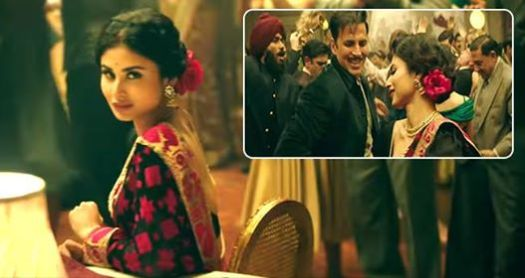 Akshay and Mouni shoot for Mono Beena in the movie Gold