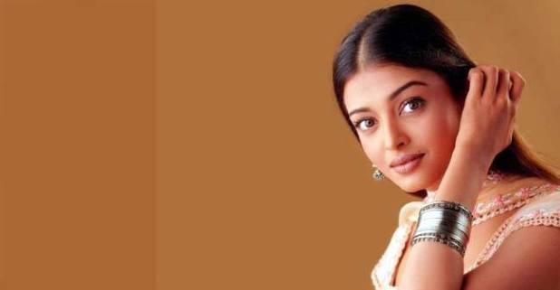 Aishwarya Rai Bachchan still manages to influence fashion industry with her fashion choices