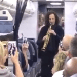 Kenny G Surprises Passengers on a Delta Flight With an Impromptu Onboard Performance