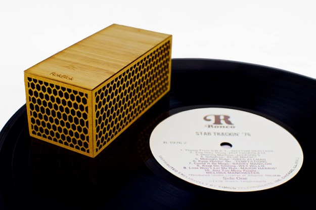 rokblok-3 Rokblok, A Small Wireless Record Player That Plays Music When Placed on Top of a Record Random