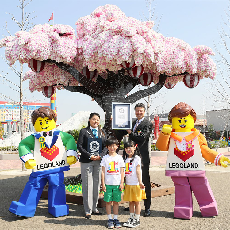 largest-lego-brick-cherry-blossom-tree LEGOLAND Japan Sets Guinness World Record for the Largest LEGO Brick Cherry Blossom Tree Random