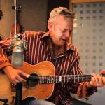 Tommy Emmanuel Performs a Brilliant Acoustic Fingerstyle Cover of the 1968 Song 'Classical Gas'