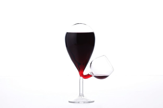 Glass-Tank-Bubble A Dangerously Clever Self-Filling Wine Glass Random