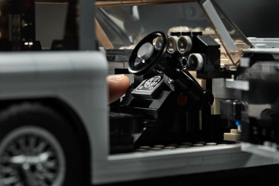 2018 LEGO Creator Expert James Bond Aston Martin DB5 Steering Column