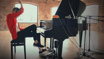 Barefoot Musician Performs Incredible Piano Cover of Toto's