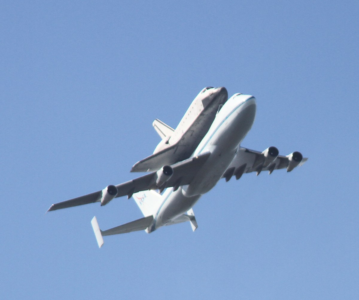 Photos: Space Shuttle Endeavour Flying Over the San ...