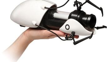 NECA's Replica of the Gravity Gun From 'Half-Life 2' Video