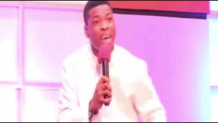 WOLI AGBA PERFORMS 'WO' IN CHURCH