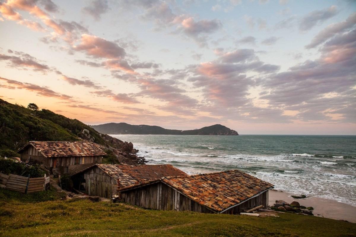 Bons vinhos com vista para o mar: confira a programação do Del Vino na Praia do Rosa