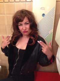 Laura Dee Milnes, Klub Singers' Klassik Karaoke Klub, Art Licks Party, Peckham Liberal Club (2014). Photo courtesy of the artist