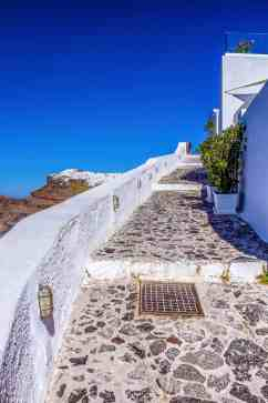 Hike from Fira to Oia, Santorini - www.lauraenroute.com