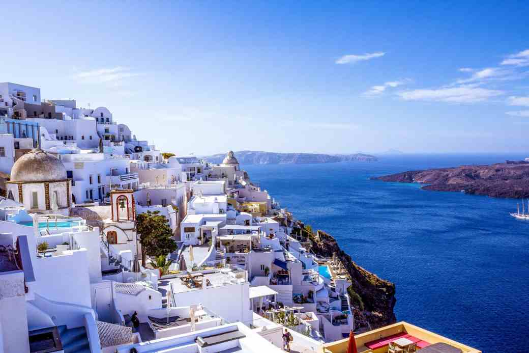 Honeymoon in Fira, Santorini - www.lauraenroute.com - #santorini