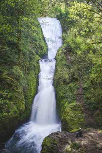 Bridal Veil Falls, Oregon - How to Spend a Long Weekend in Portland - www.lauraenroute.com