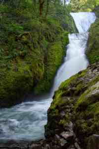 Bridal Veil Falls - Discover the Columbia River Gorge - www.lauraenroute.com