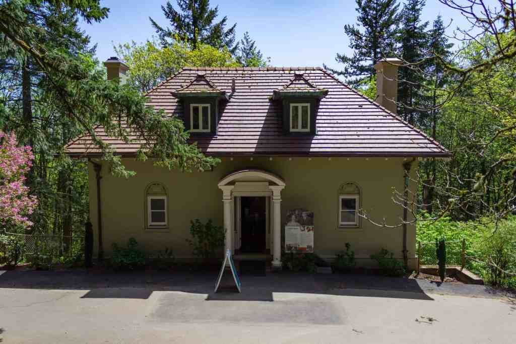 The Gate Lodge, Pittock Mansion, Portland - www.lauraenroute.com