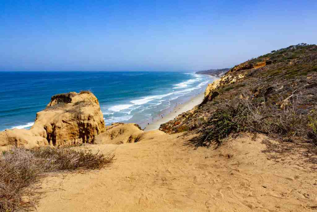 Hiking Torrey Pines State Natural Reserve - Sand Diego A Less Than Typical 4 Day Itinerary- www.lauraenroute.com