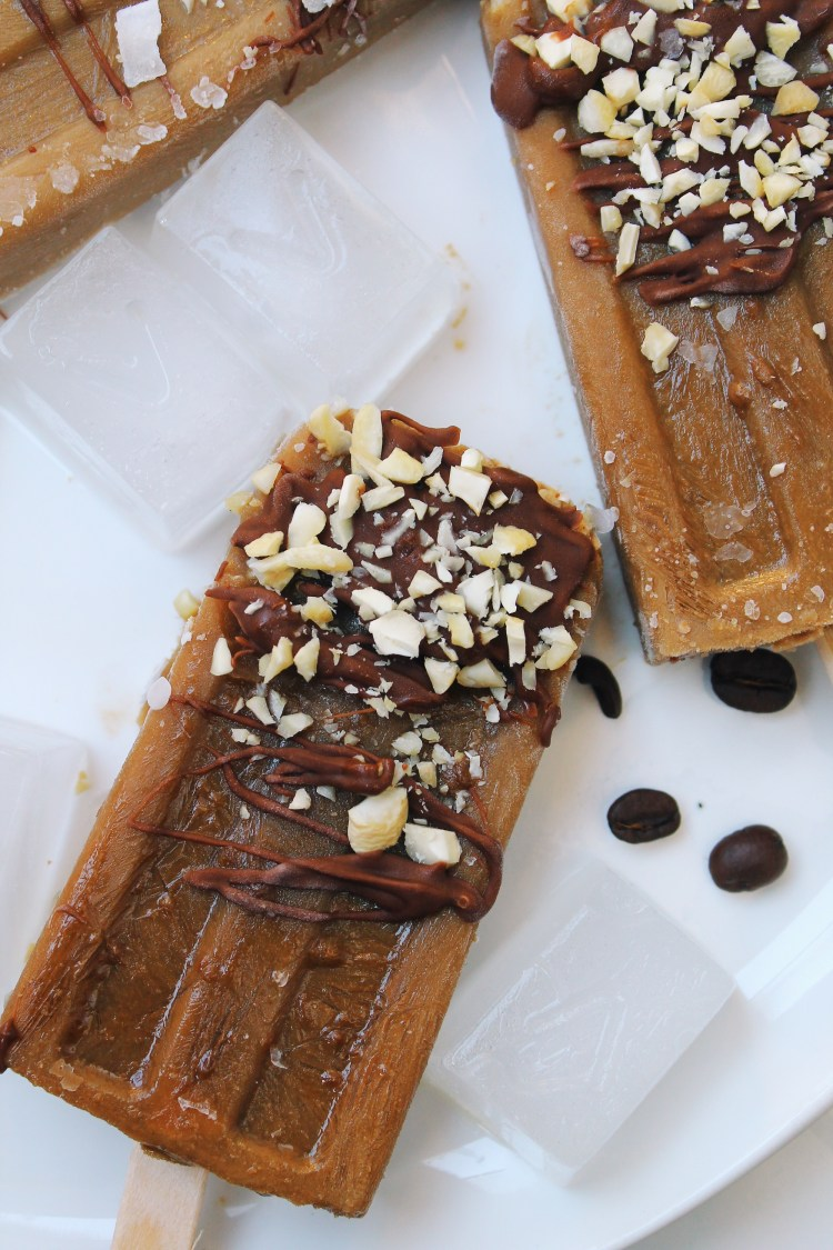 lattemacchiato_popsicles_with_chocolate_and_coconutflakes